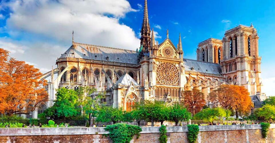 Пользователю Valheim удалось воссоздать копию собора Парижа